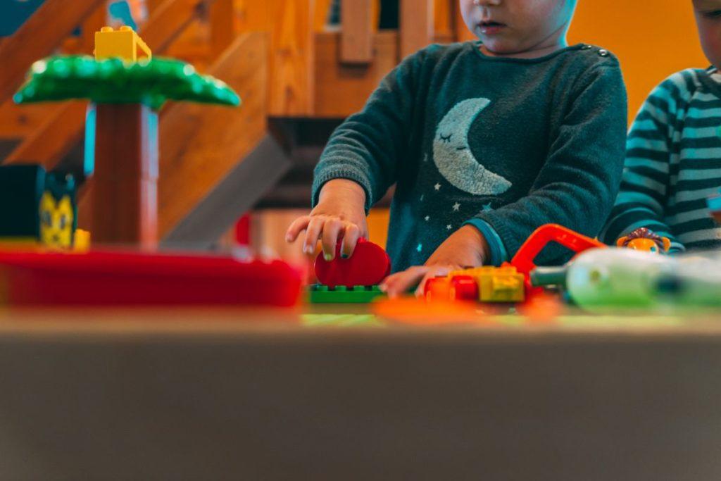 Kindjes-spelen-kinderdagverblijf
